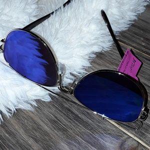 🕶👄New Betsey Johnson UV Sunglasses!🕶👄